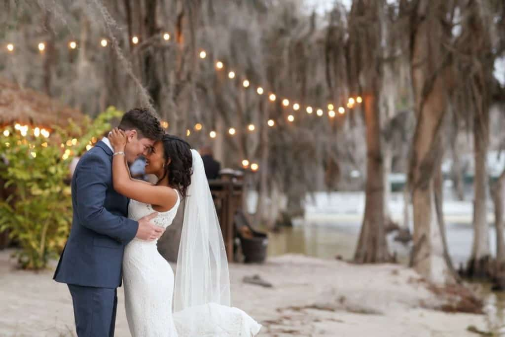 first look pictures at Orlando wedding venue paradise cove