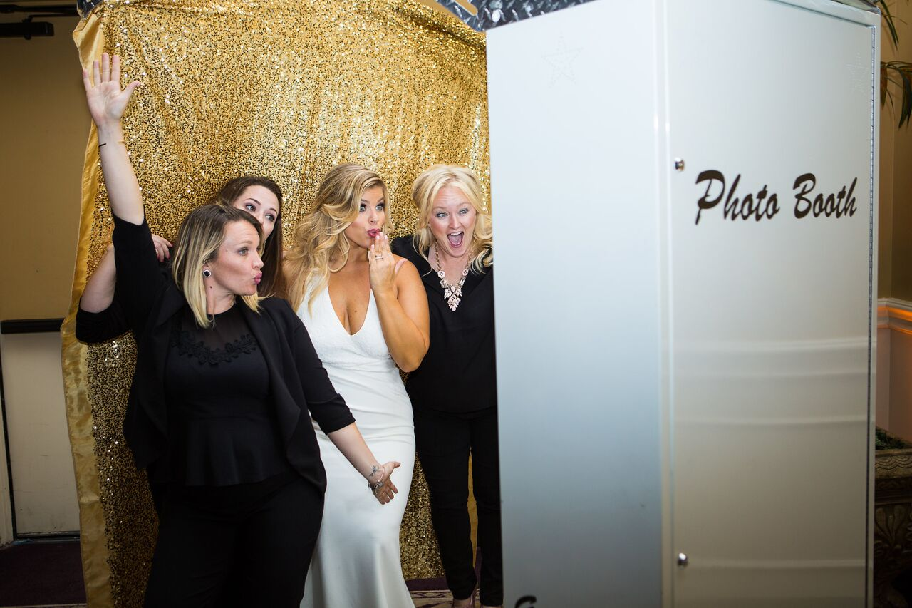 orlando wedding dj experience at holy trinity reception center photo booth rocks with gold back drop