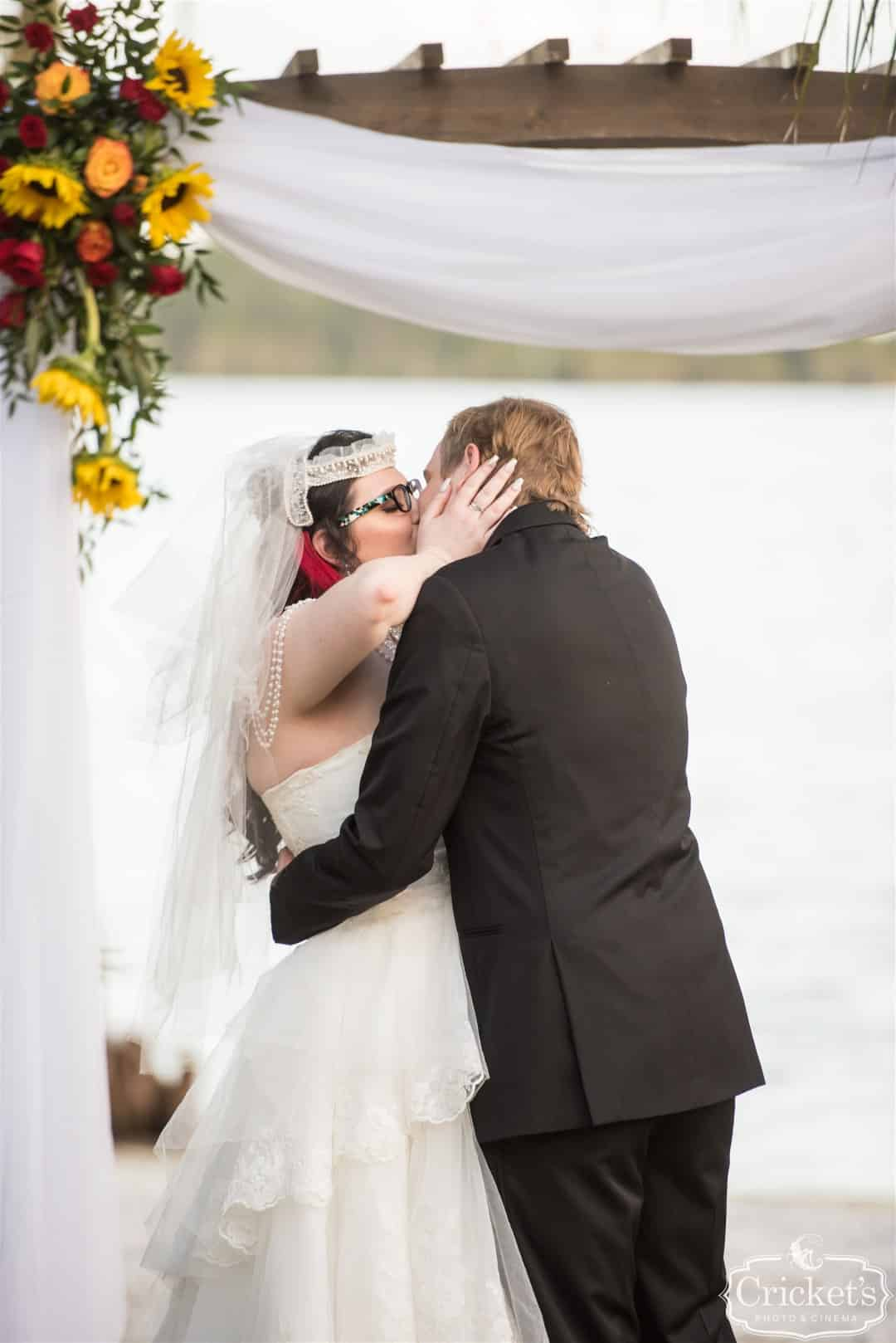 Jesea and Even kissing at wedding ceremony