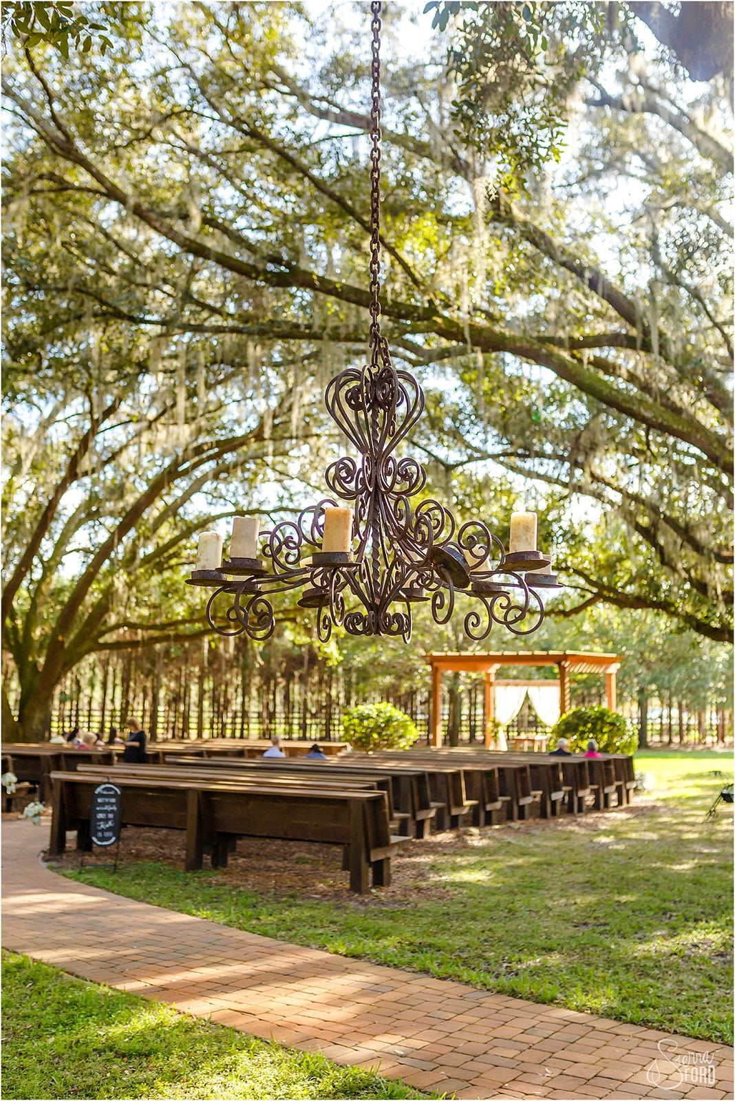 outdoor wedding ceremony at Club Lake Plantation