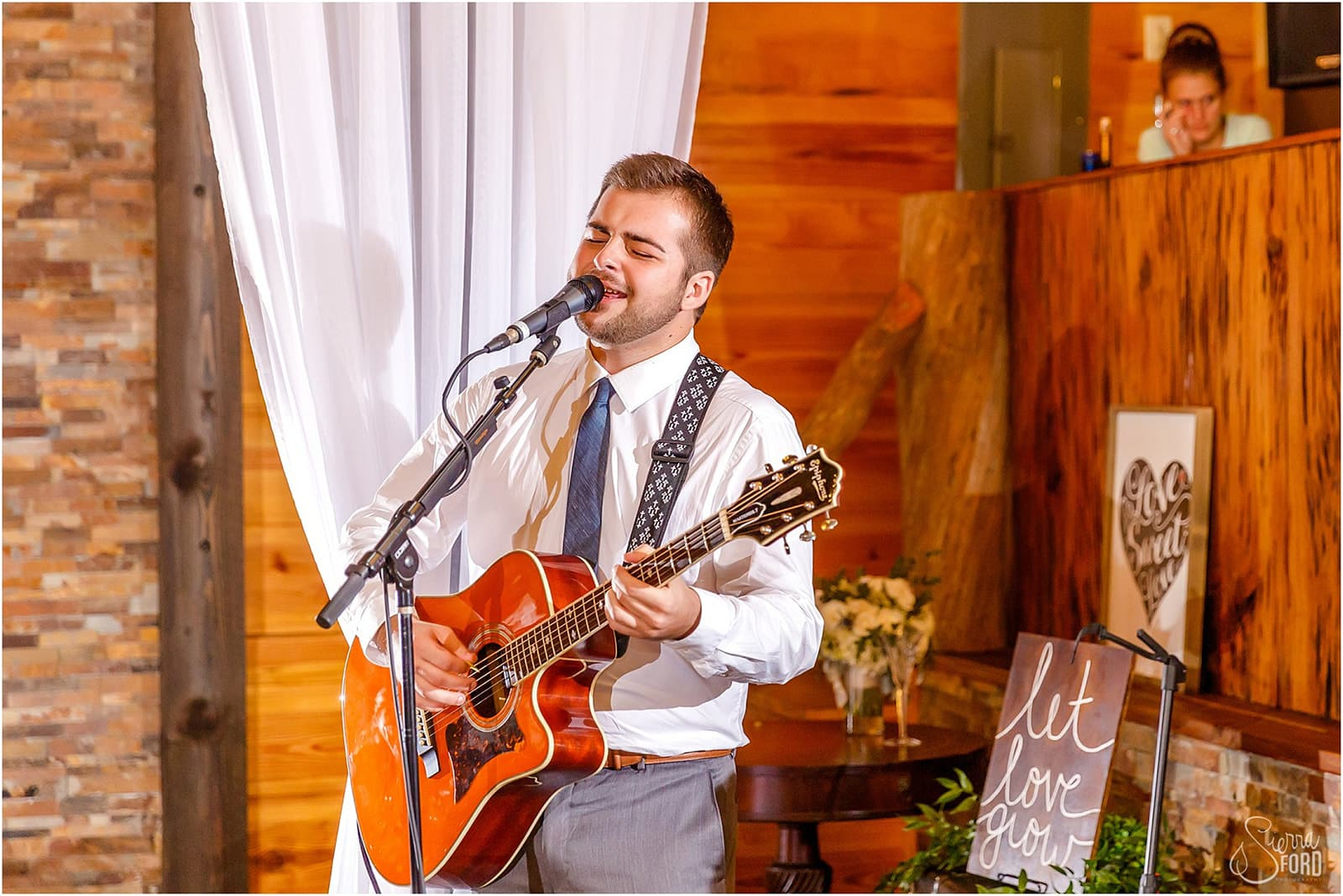 groomsman performing on guitar